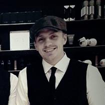 Barber, frisør nykøbing f og indehaver af Brdr. Rölink, Simon Rölink.